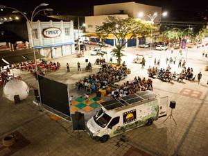 Projeto Cinesolar leva o cinema a comunidades do Brasil