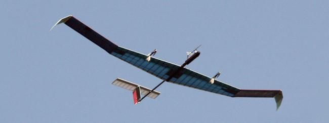 Primeiro voo de avião solar bate recorde no ar