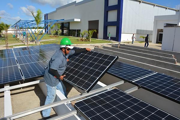 Empresários investem em energia solar visando a redução de custos