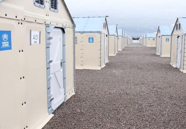 Abrigos com energia solar são montados para refugiados venezuelanos em Roraima