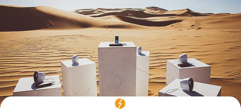 Artista usa energia solar para tocar música em deserto africano